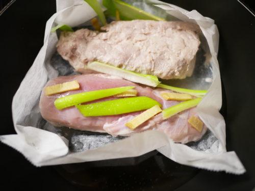 豚かたまり肉を蒸す