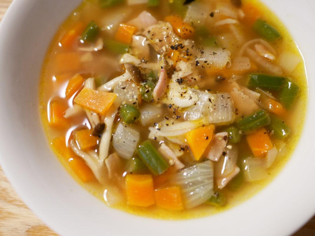 玉ねぎ・にんじん・いんげんのスープ