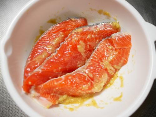 味噌だれに漬けた鮭
